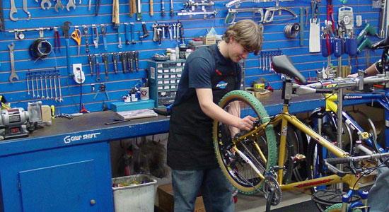 arreglando Bicicletas