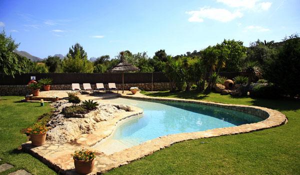 Del jard n al huerto for Casas bonitas con alberca y jardin